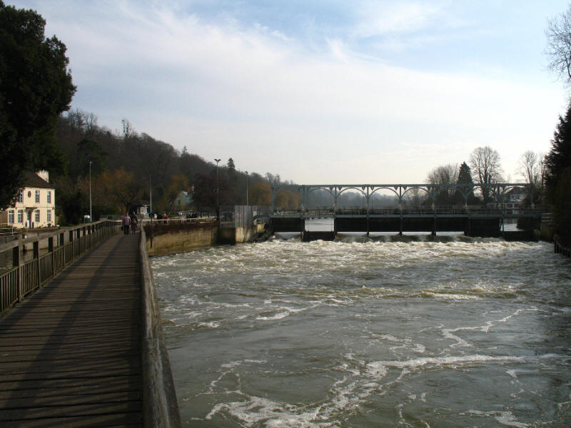 Weir at Marsh Lock on the River Thames