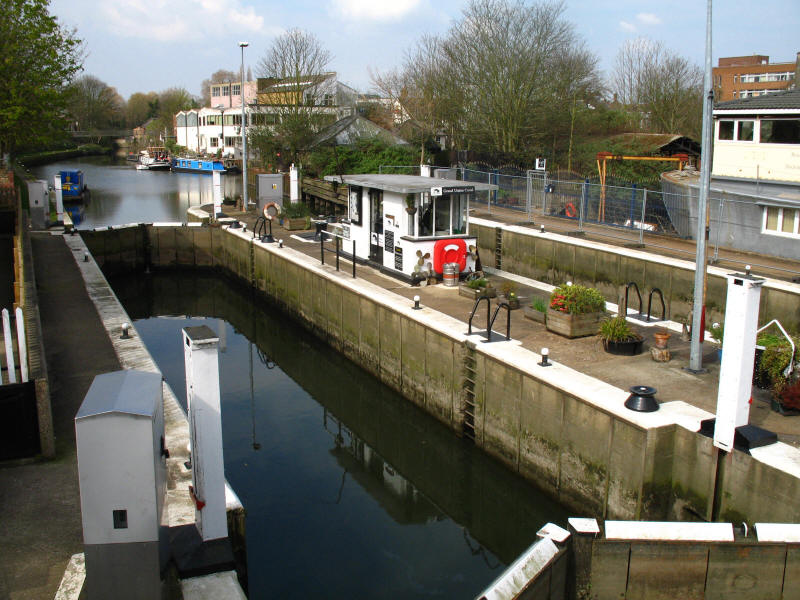 Thames Lock, Grand Union Canal