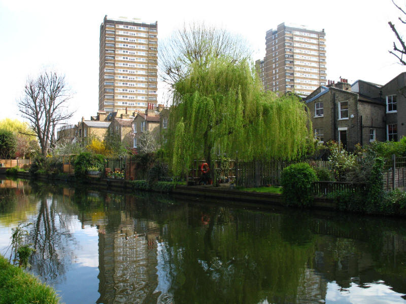 Houses and flats by Hertford Union Canal