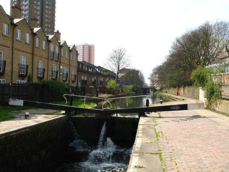 Lock on the Hertford Union Canal